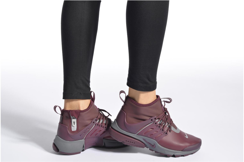 Sneaker Nike W Air Presto Mid Utility grau ansicht von unten / tasche getragen