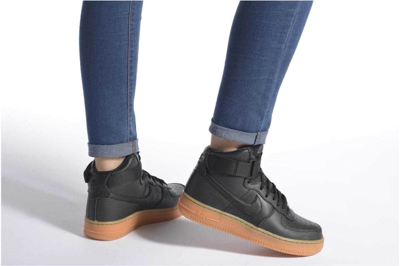 Trainers Nike Wmns Air Force 1 Hi Se Black view from underneath / model view