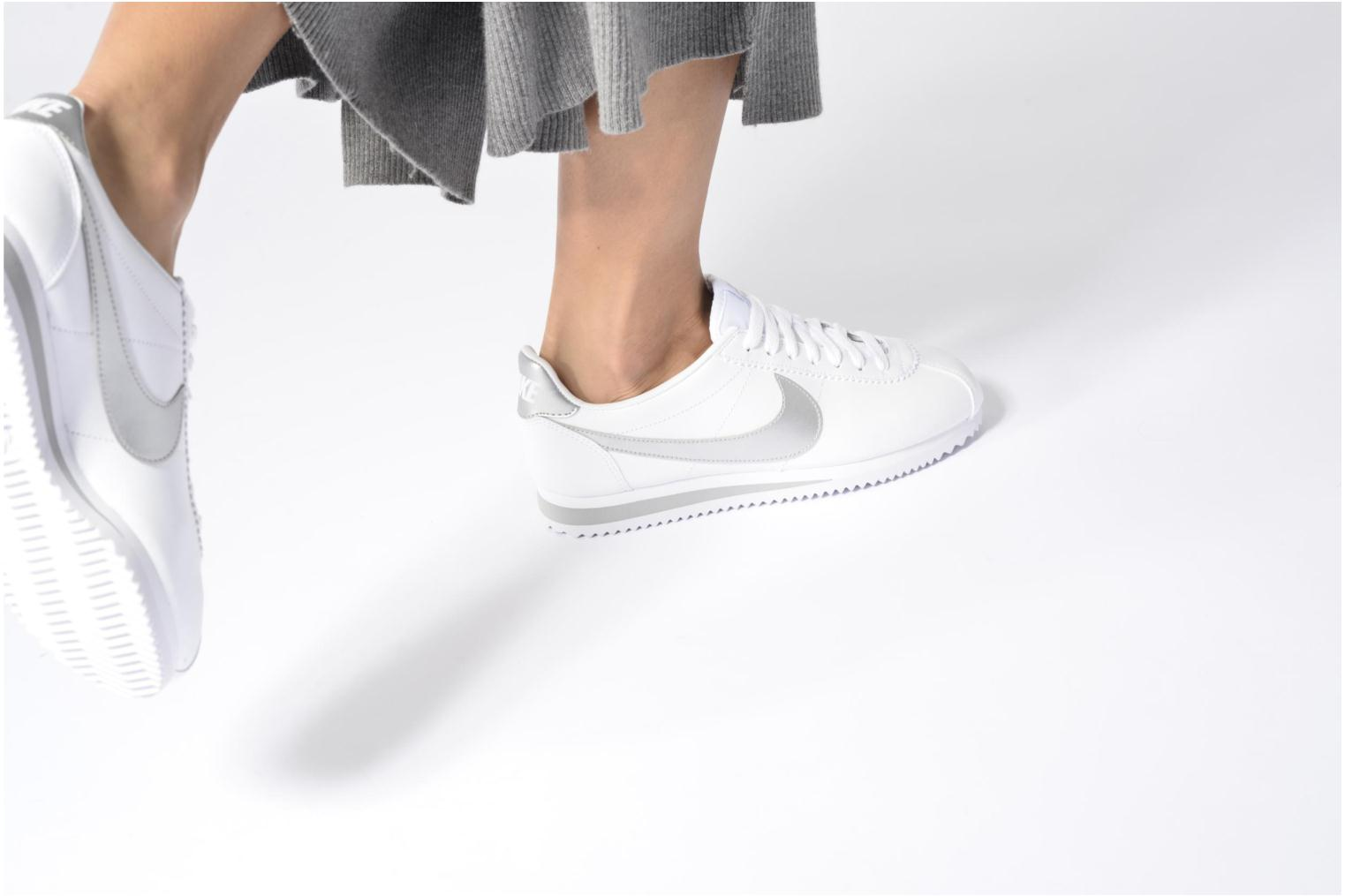 Trainers Nike Wmns Classic Cortez Leather Grey view from underneath / model view