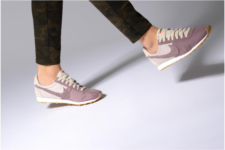 Sneaker Nike W Pre Montreal Racer Vntg lila ansicht von unten / tasche getragen