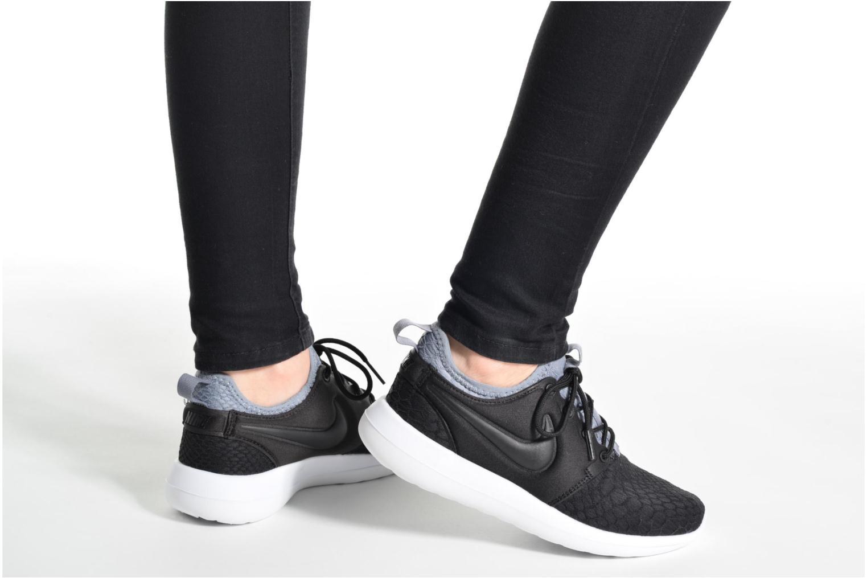 Sneaker Nike W Roshe Two Se beige ansicht von unten / tasche getragen