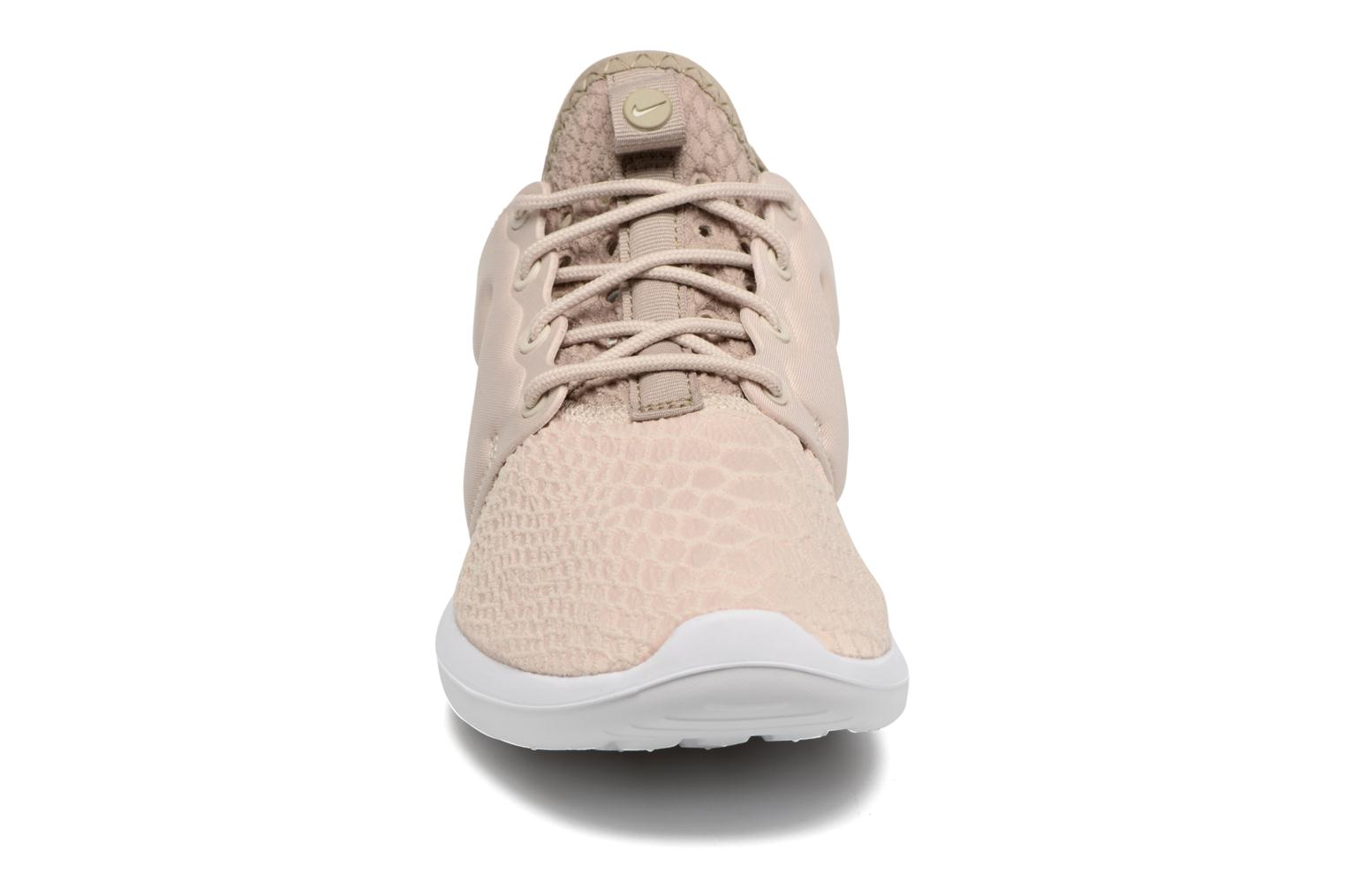 Baskets Nike W Roshe Two Se Beige vue portées chaussures