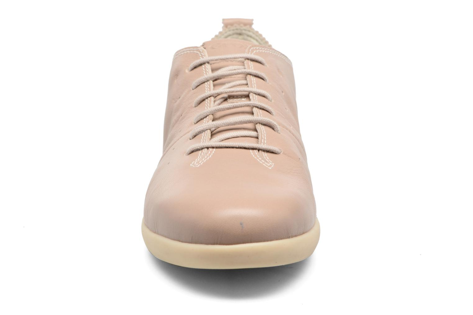 Sneakers Geox D NEW DO A D724NA Beige modello indossato