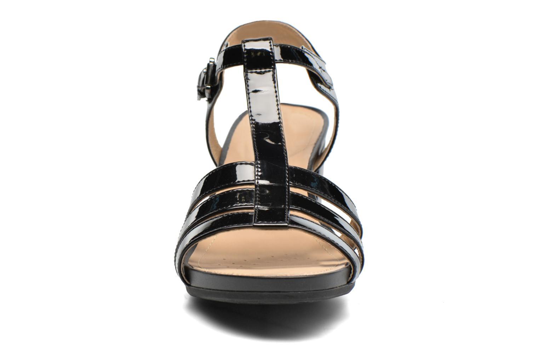 Sandales et nu-pieds Geox D SYMI C D7273C Noir vue portées chaussures