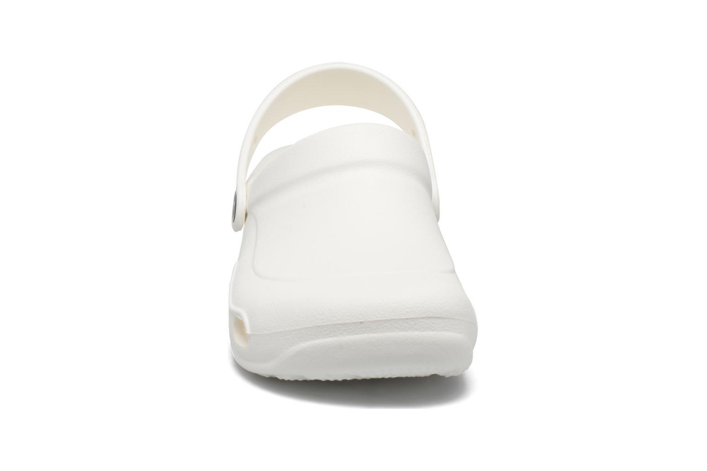 Mules et sabots Crocs Specialist Vent F Blanc vue portées chaussures