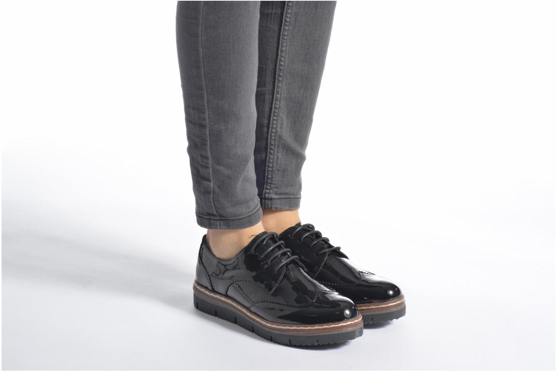 Schnürschuhe I Love Shoes thalweg schwarz ansicht von unten / tasche getragen