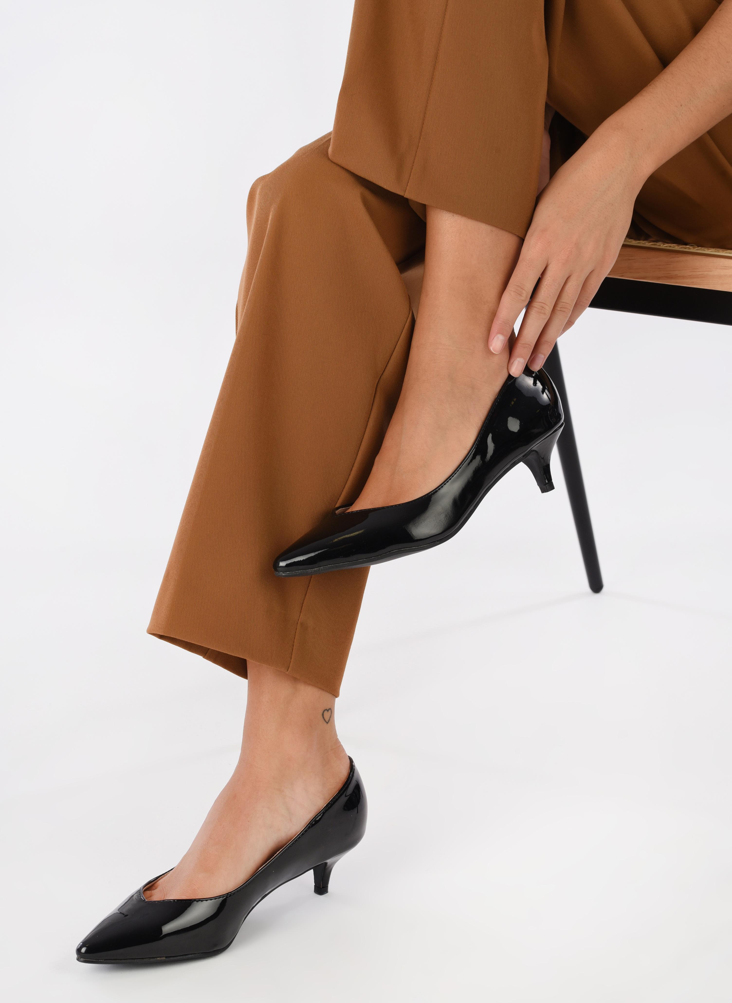Escarpins I Love Shoes THORA Noir vue bas / vue portée sac