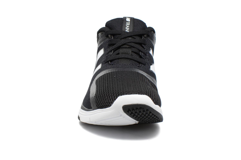 Chaussures de sport New Balance MX818 Noir vue portées chaussures