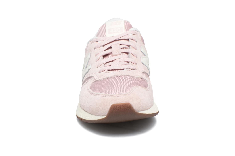 Sneakers New Balance WRL420 Pink se skoene på