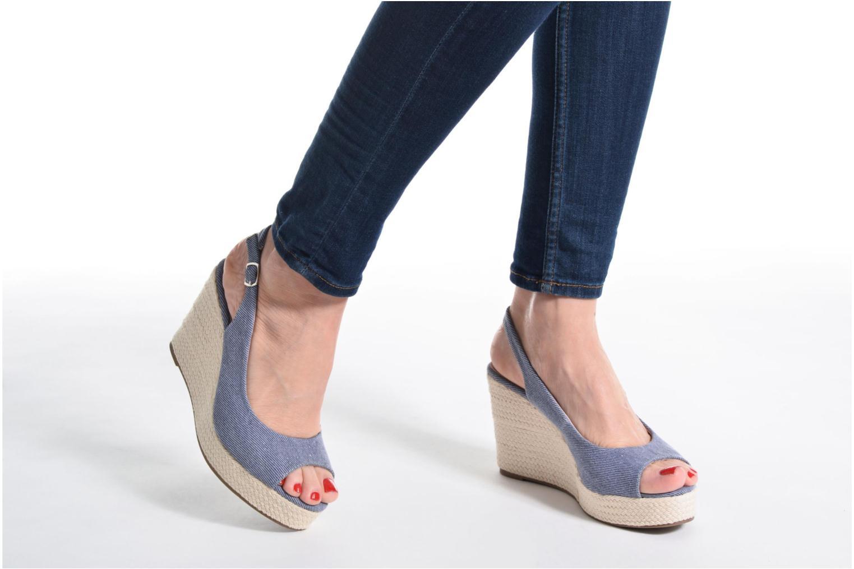 Sandalen Refresh Acma blau ansicht von unten / tasche getragen