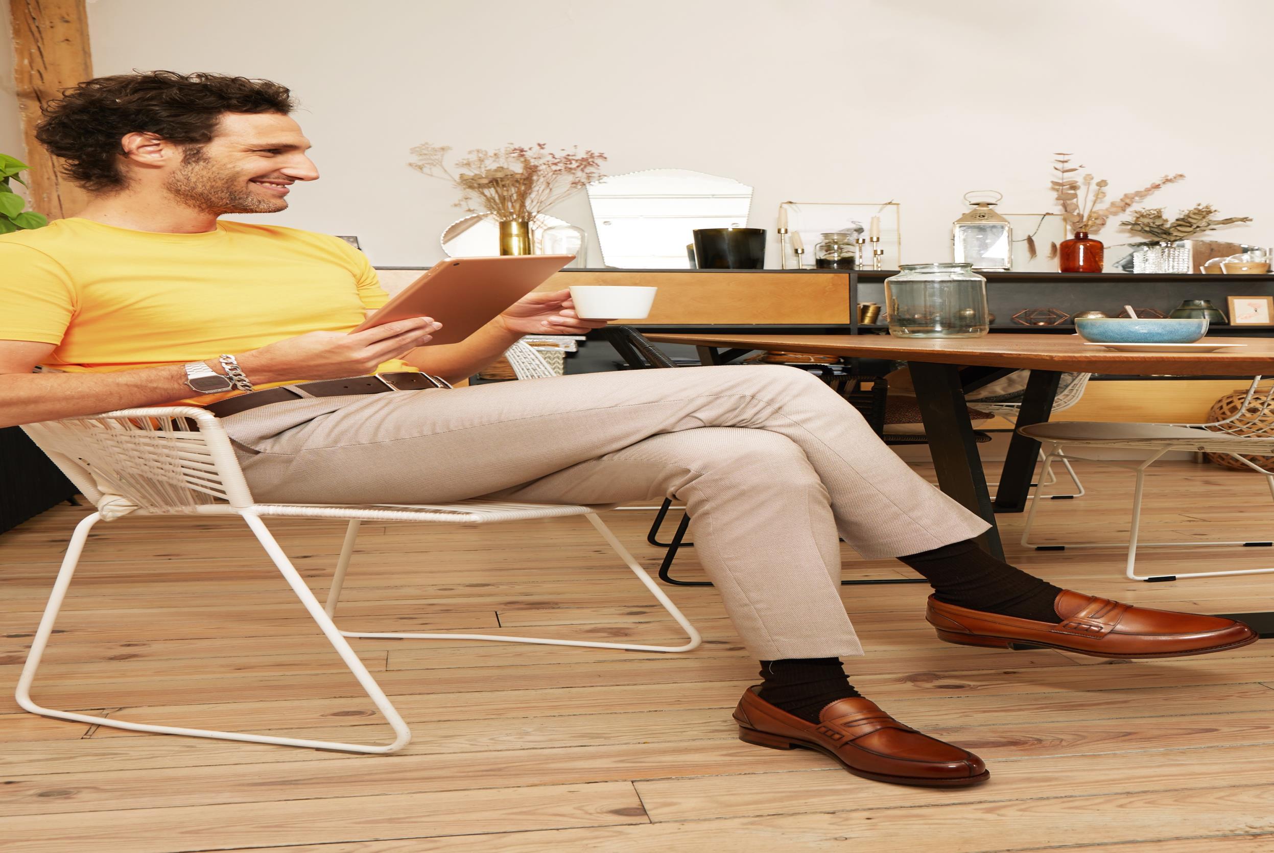 Slipper Marvin&Co Luxe Walsall braun ansicht von unten / tasche getragen