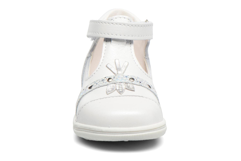 Sandali e scarpe aperte Bopy Zolita Bianco modello indossato