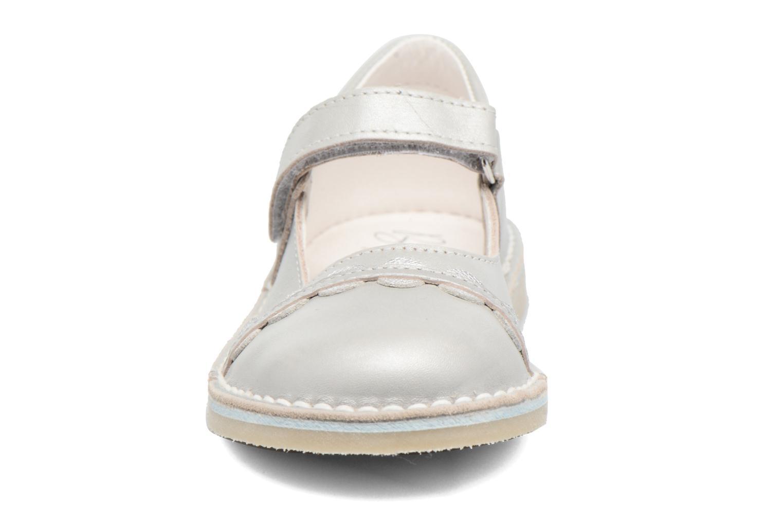 Ballerines Bopy Molina Gris vue portées chaussures