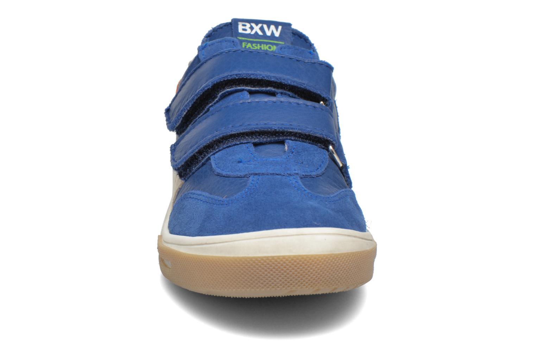 Sneakers Bopy Vanosk Azzurro modello indossato