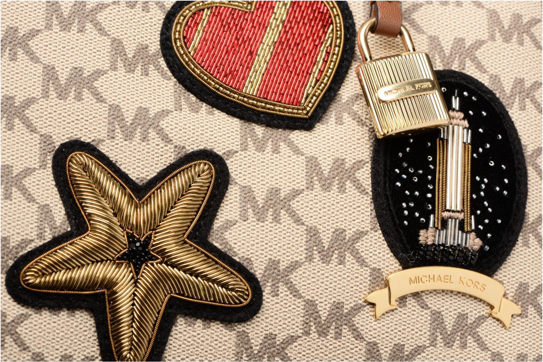 Bolsos de mano Michael Michael Kors PATCHES MERCER DUFFLE Beige vista lateral izquierda