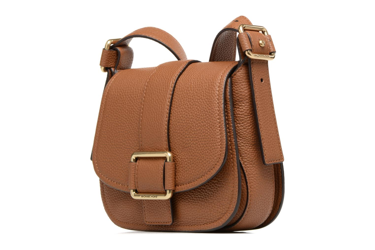 Bolsos de mano Michael Michael Kors MAXINE MD SADDLE BAG Marrón vista del modelo