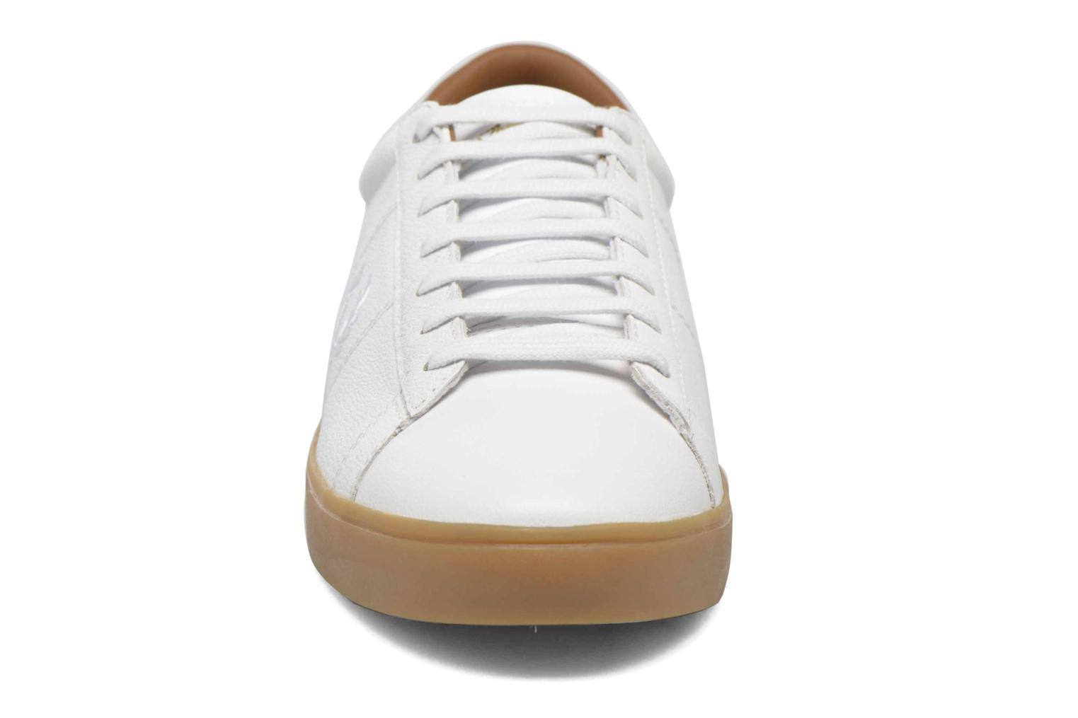 Baskets Fred Perry Spencer Tumbled Leather Blanc vue portées chaussures