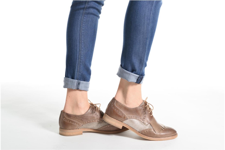 Chaussures à lacets Georgia Rose Nibule Marron vue bas / vue portée sac