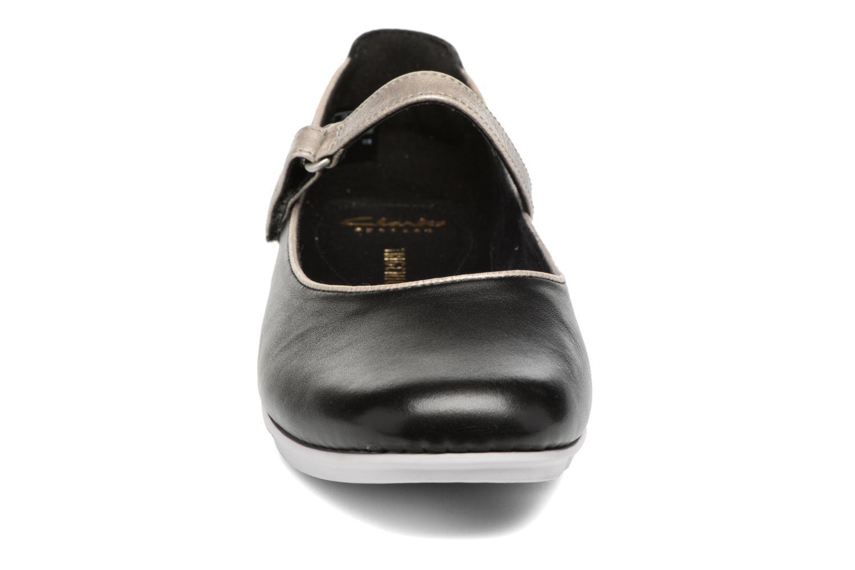 Ballerines Clarks Tri Axis Noir vue portées chaussures