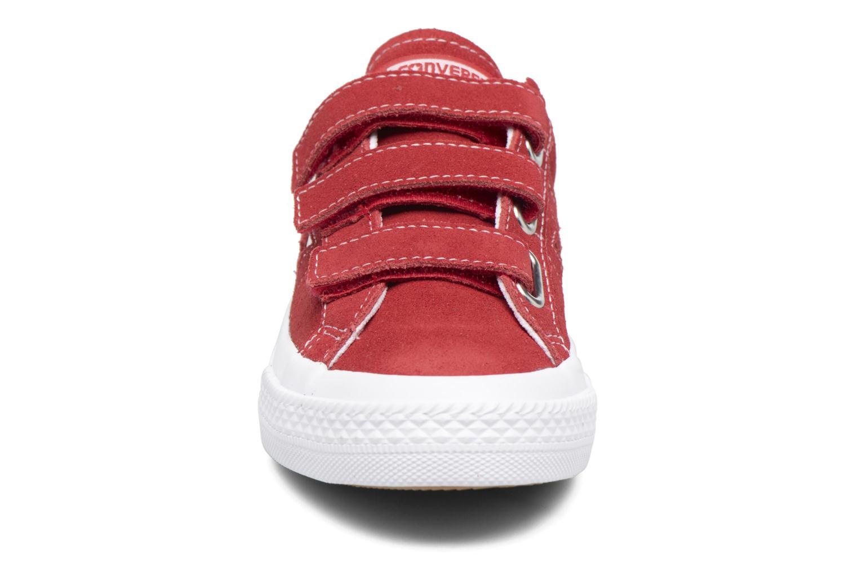 Sneakers Converse Converse One Star 3V Ox Rosso modello indossato