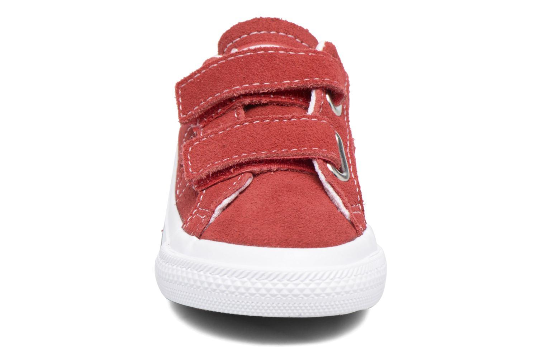 Sneakers Converse Converse One Star 2V Ox Rosso modello indossato