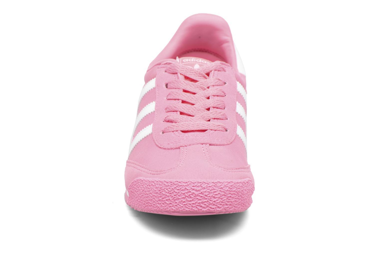 Baskets Adidas Originals Dragon Og J Rose vue portées chaussures