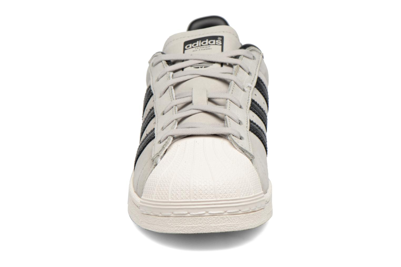 Baskets Adidas Originals Superstar Fashion J Gris vue portées chaussures