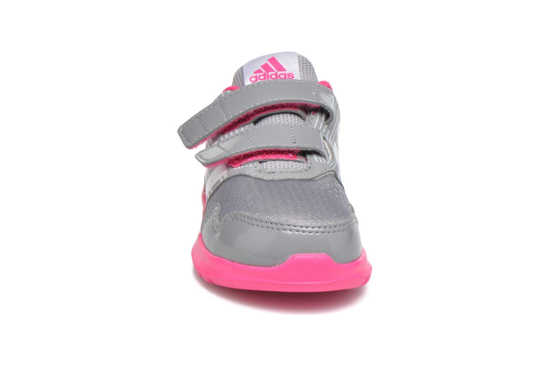 Sneakers Adidas Performance Altarun Cf I Grigio modello indossato