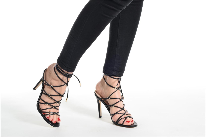 Sandalen Guess Aeyla schwarz ansicht von unten / tasche getragen