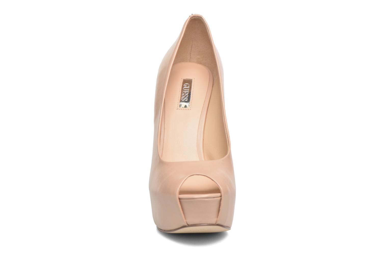Escarpins Guess Effia Beige vue portées chaussures