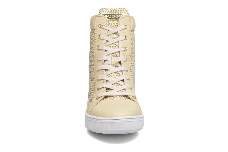 Sneakers Guess Furia Oro e bronzo modello indossato