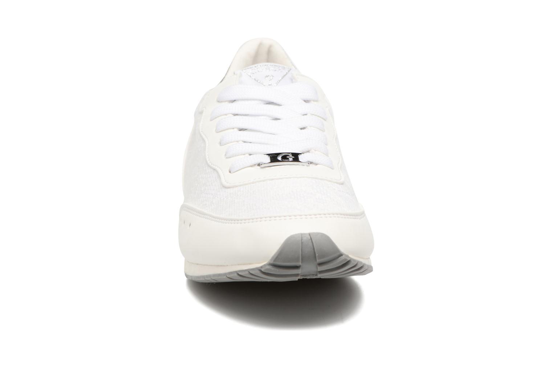 Baskets Guess Sunny Blanc vue portées chaussures