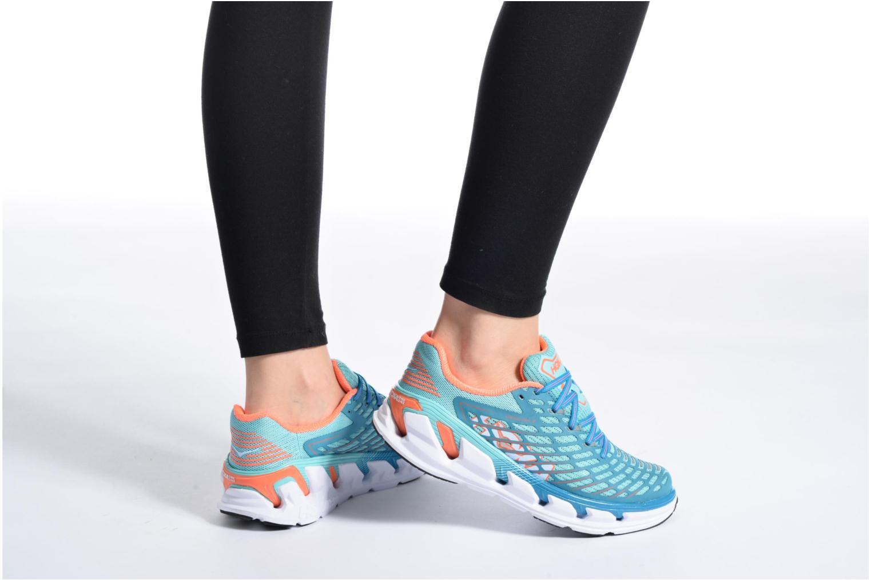 Chaussures de sport Hoka One One Vanquish 3 W Bleu vue bas / vue portée sac
