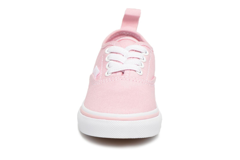 Deportivas Vans Authentic Elastic Lace BB Rosa vista del modelo