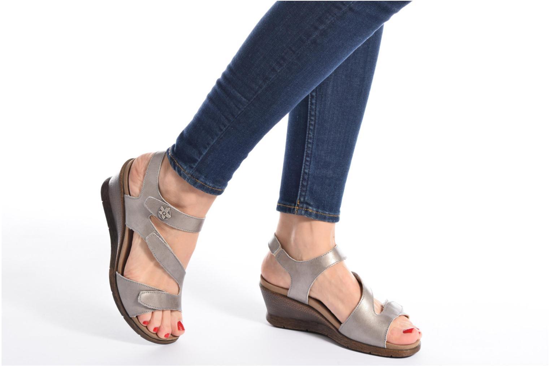 Sandales et nu-pieds Romika Nevis 07 Argent vue bas / vue portée sac