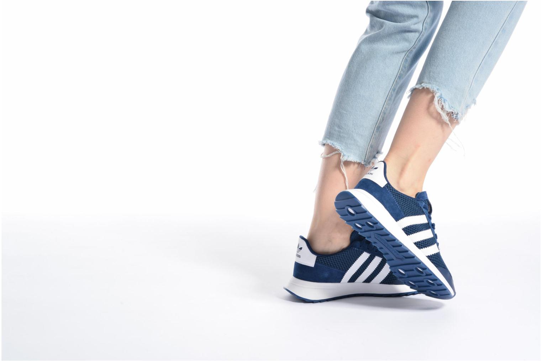 Baskets Adidas Originals Flb W Bleu vue bas / vue portée sac