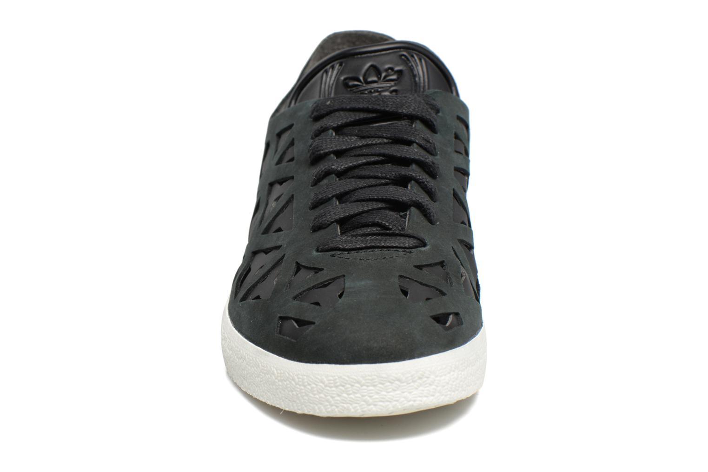 Baskets Adidas Originals Gazelle Cutout W Noir vue portées chaussures