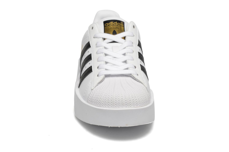 Baskets Adidas Originals Superstar Bold W Blanc vue portées chaussures