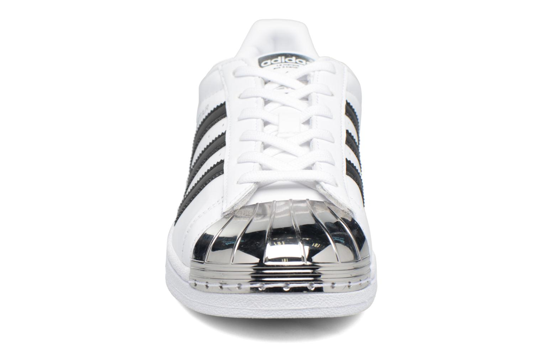 Baskets Adidas Originals Superstar Metal Toe W Blanc vue portées chaussures