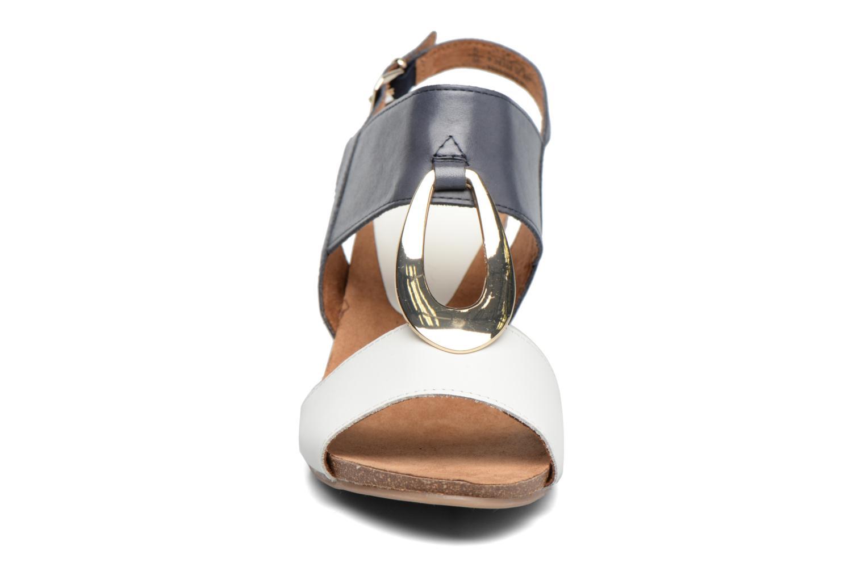 Sandales et nu-pieds Caprice Chenoa Bleu vue portées chaussures