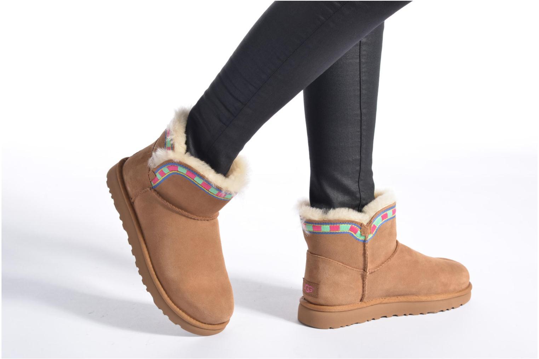 Bottines et boots UGG ROSAMARIA EMBROIDERY Marron vue bas / vue portée sac