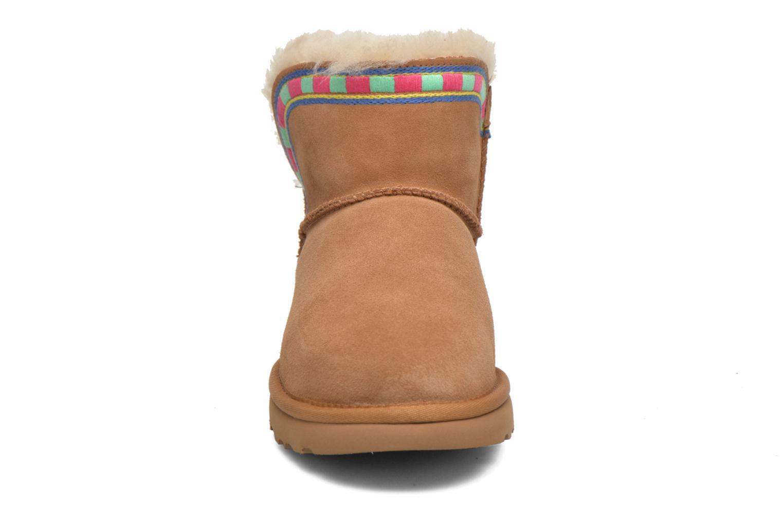 Bottines et boots UGG ROSAMARIA EMBROIDERY Marron vue portées chaussures