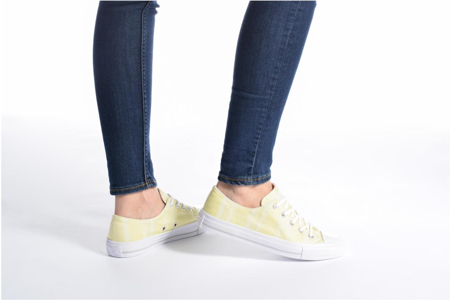 Baskets Converse Chuck Taylor All Star Gemma Ox Engineered Lace Jaune vue bas / vue portée sac