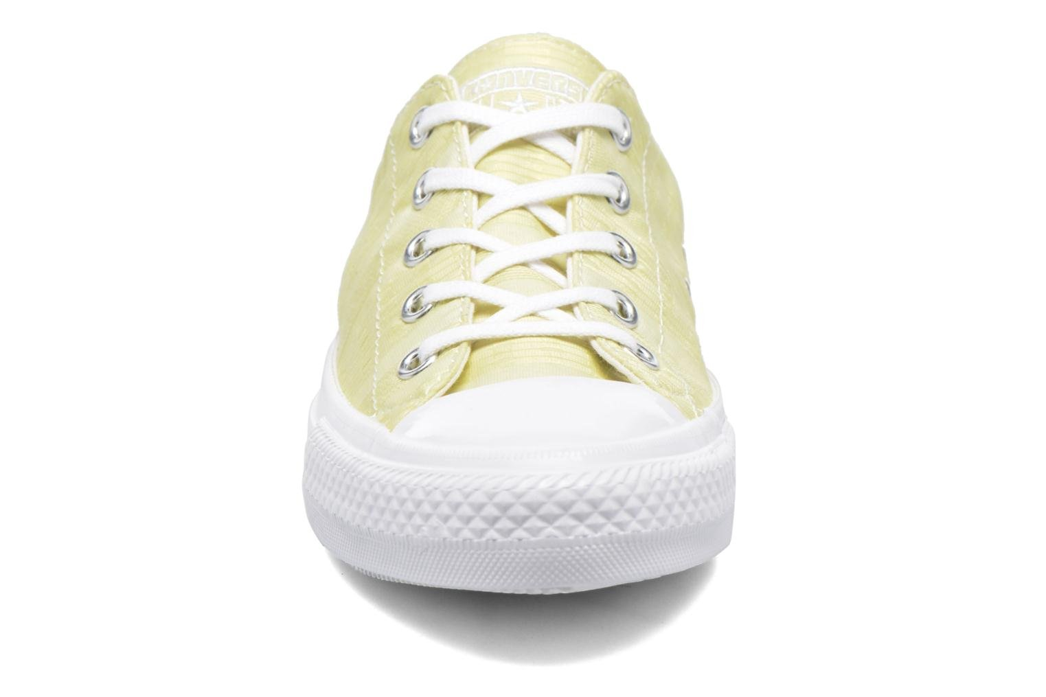 Baskets Converse Chuck Taylor All Star Gemma Ox Engineered Lace Jaune vue portées chaussures