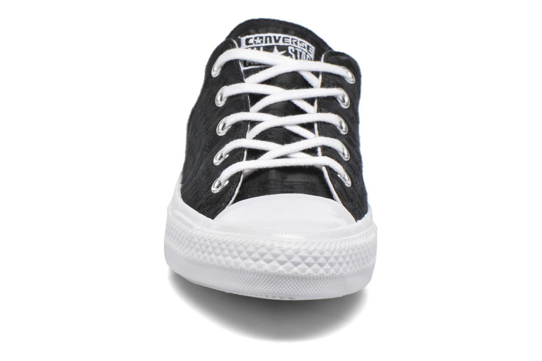 Deportivas Converse Chuck Taylor All Star Gemma Ox Engineered Lace Negro vista del modelo