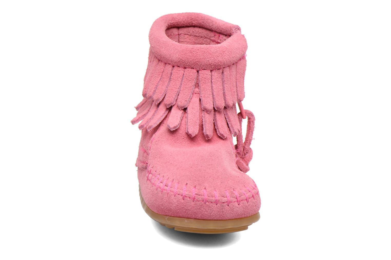 Bottines et boots Minnetonka Double Fringe side zip boot B Rose vue portées chaussures
