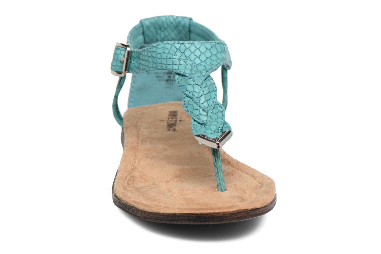 Sandales et nu-pieds Minnetonka Carnival Thong Bleu vue portées chaussures