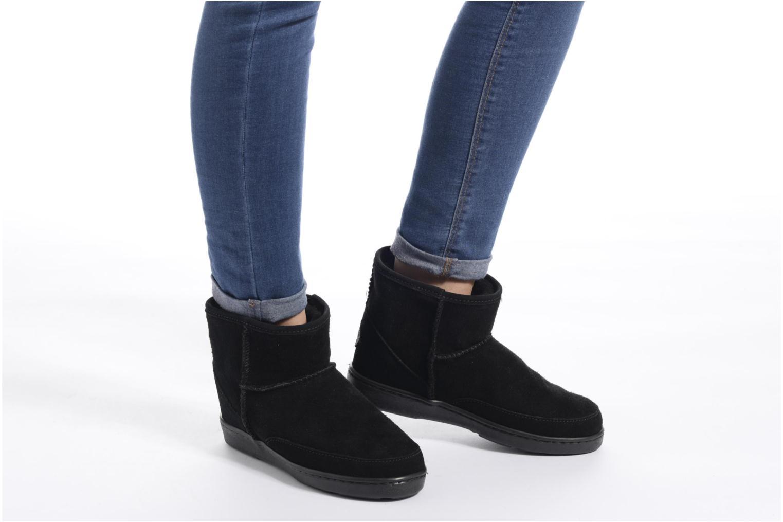 Bottines et boots Minnetonka Ankle-Hi Sheepskin Pug Boot Marron vue bas / vue portée sac