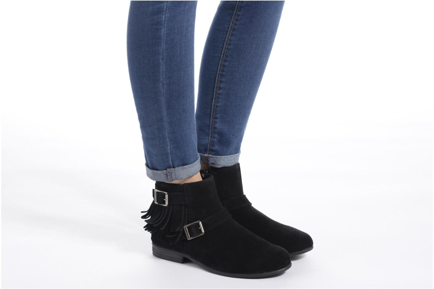 Ankle boots Minnetonka Rancho Boot Black view from underneath / model view