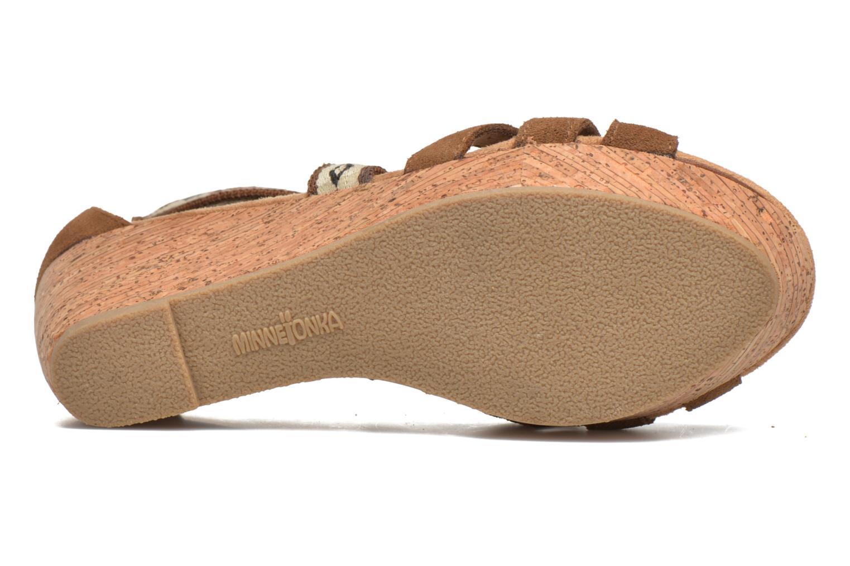 Sandali e scarpe aperte Minnetonka Drew Wedge Marrone immagine dall'alto